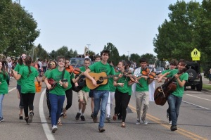 fiddle-group-hc-parade